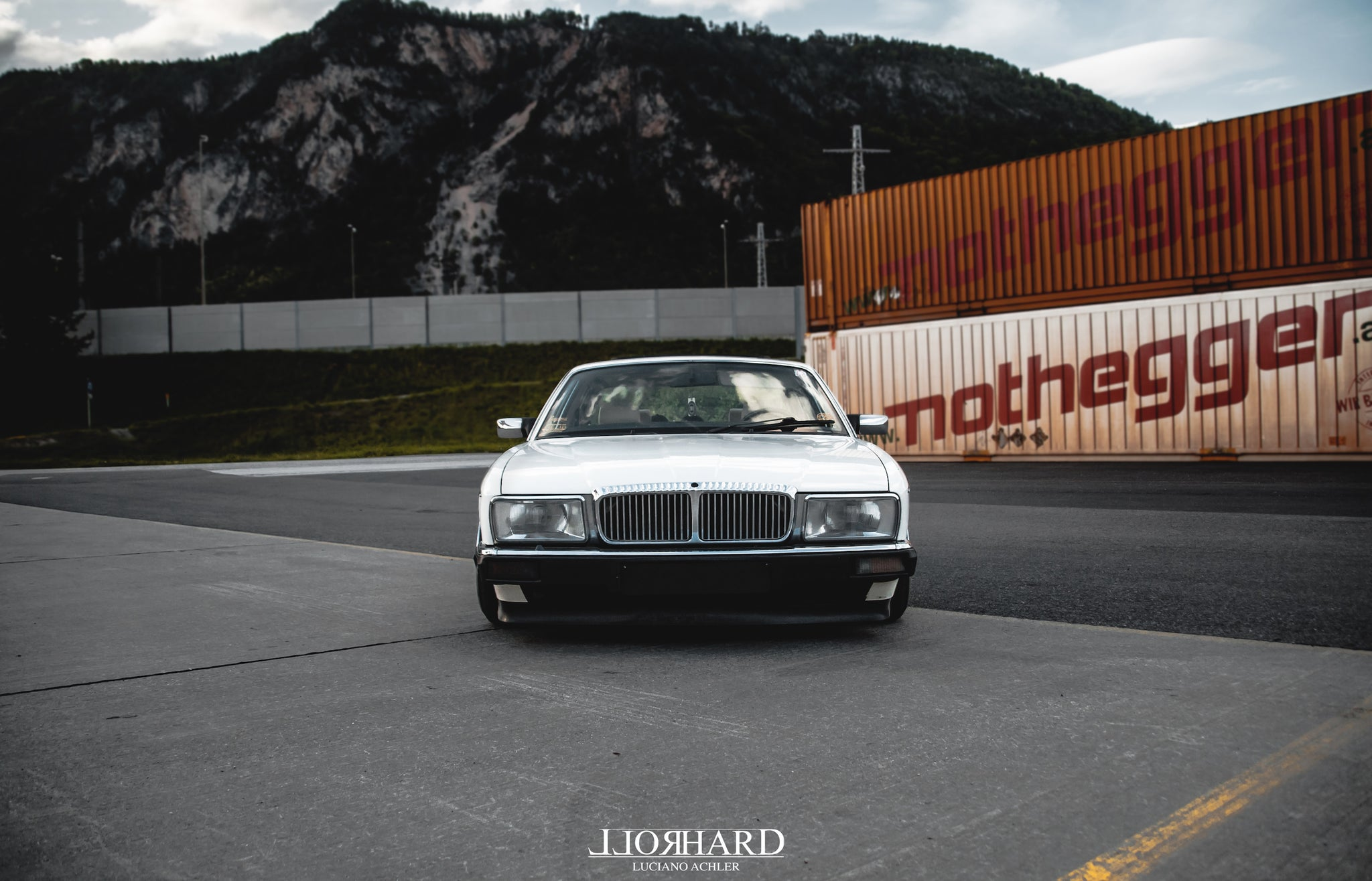 RollHard Feature - 1989 Daimler Jaguar XJ40 4.0 Sport - Epsilon Wheels, low, custom suspension, low jaguar, slam sanctuary, rollhard belgium, wortherseetreffen,