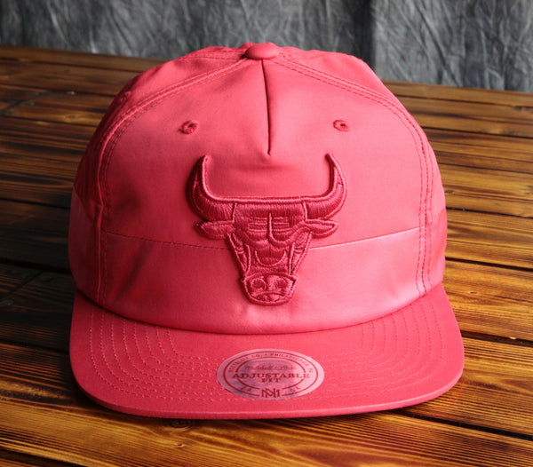 Chicago Bulls Mitchell & Ness Split Pinch Snapback Hat