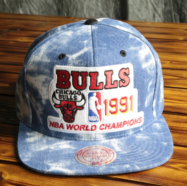 Chicago Bulls Mitchell & Ness 1991 Champ Snapback Hat