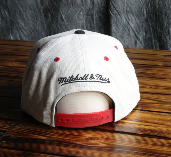 Chicago Bulls Mitchell & Ness City Bar Script Snapback Hat