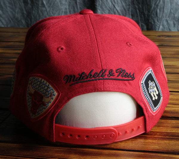 Chicago Bulls Mitchell & Ness Rings Snapback Hat