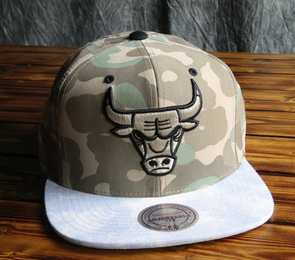 Chicago Bulls Mitchell & Ness Distinguished America Snapback Hat