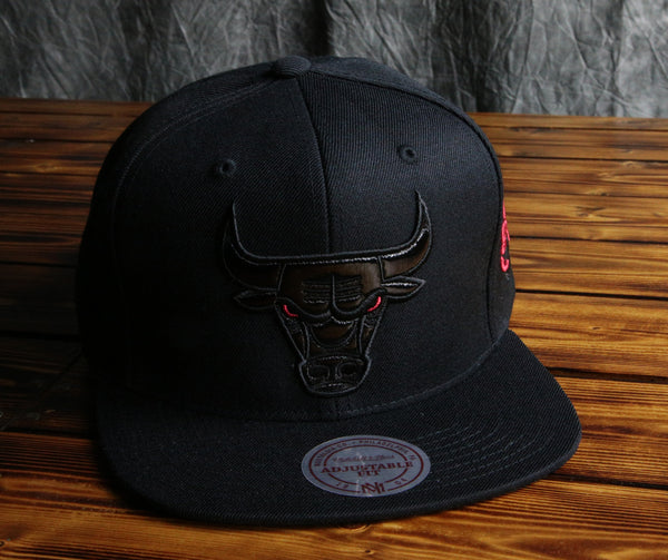 Chicago Bulls Mitchell & Ness Patent Leather Logo Snapback Hat
