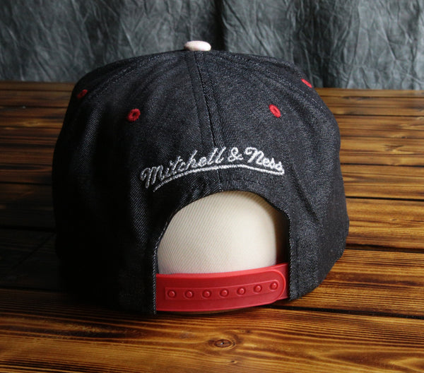 Chicago Bulls Mitchell & Ness Footlocker Galaxy Snapback Hat