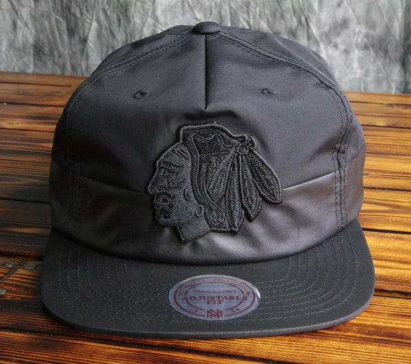 Chicago Blackhawks Mitchell & Ness Split Pinch Snapback Hat
