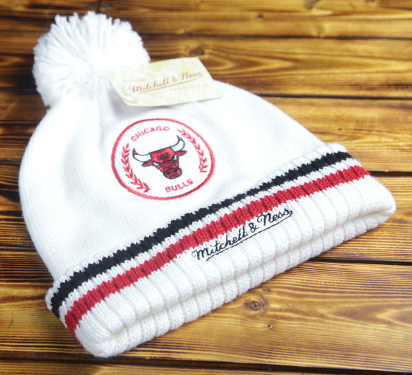 Chicago Bulls Mitchell & Ness White Knit with Pom Hat
