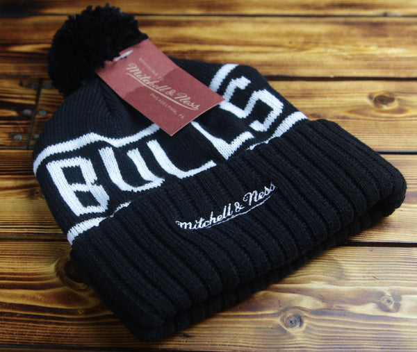 Chicago Bulls Mitchell & Ness 3M Patch Hi5 Pom Beanie Hat