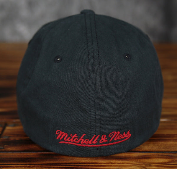 Chicago Bulls Mitchell & Ness Flex Slouch Cotton Fitted Hat