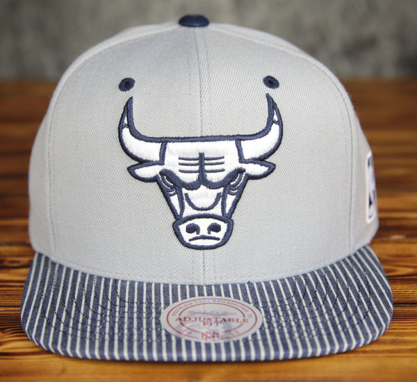 Chicago Bulls Mitchell & Ness Grey Crown Navy Denim Snapback Hat