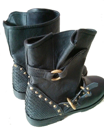 Short leather Boots W Chains