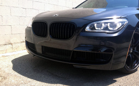 Blacked-out BMW 7 Series