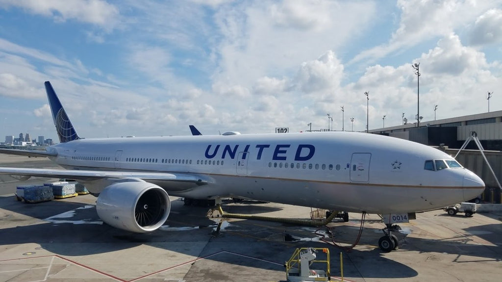 United puts unaccompanied minor on a flight to the wrong country!