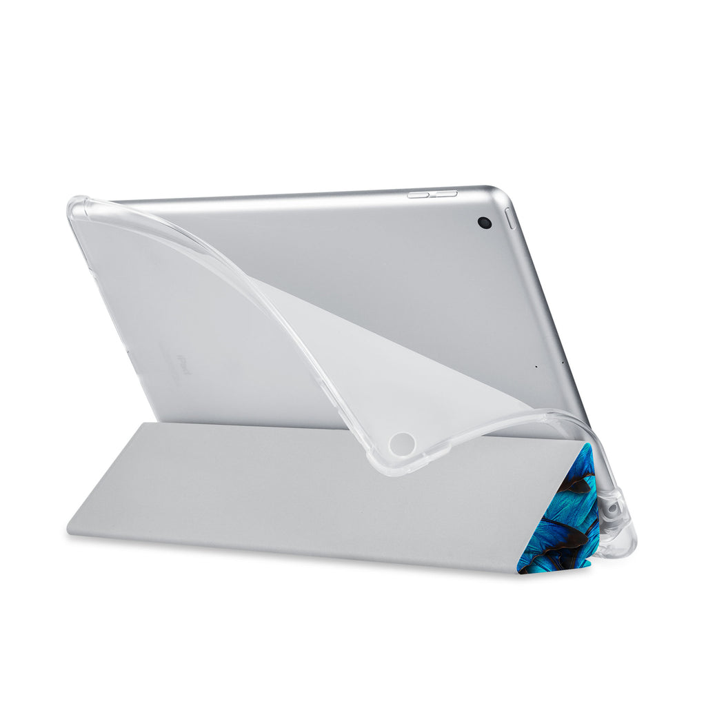 Balance iPad SeeThru Casd with Butterfly Design has a soft edge-to-edge liner that guards your iPad against scratches.
