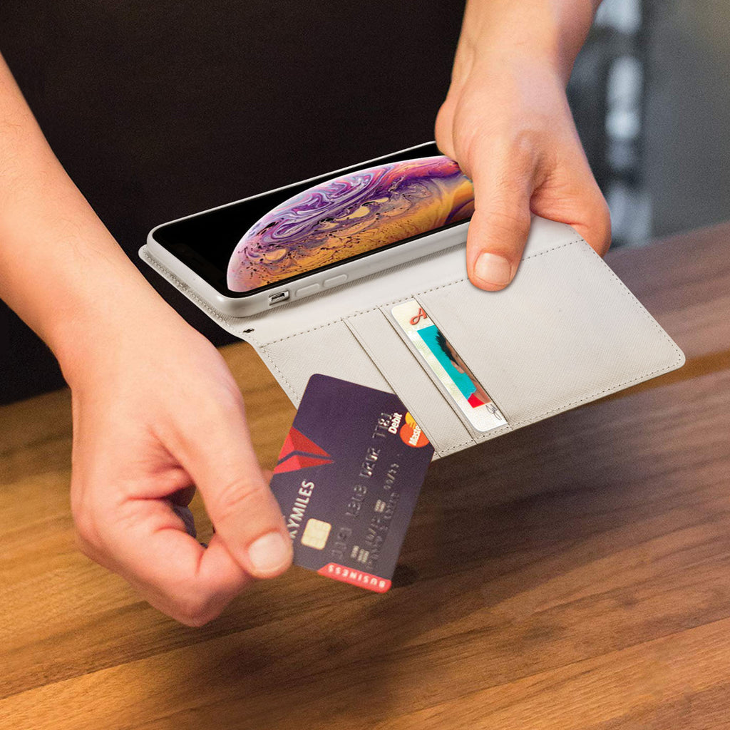 There's a handy window pocket that lets you flash your ID when needed and a full-size pocket for cash, receipts or magnetic security cards.