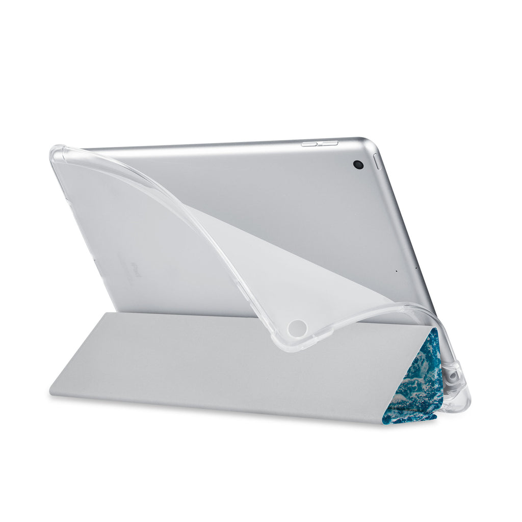 Balance iPad SeeThru Casd with Ocean Design has a soft edge-to-edge liner that guards your iPad against scratches.