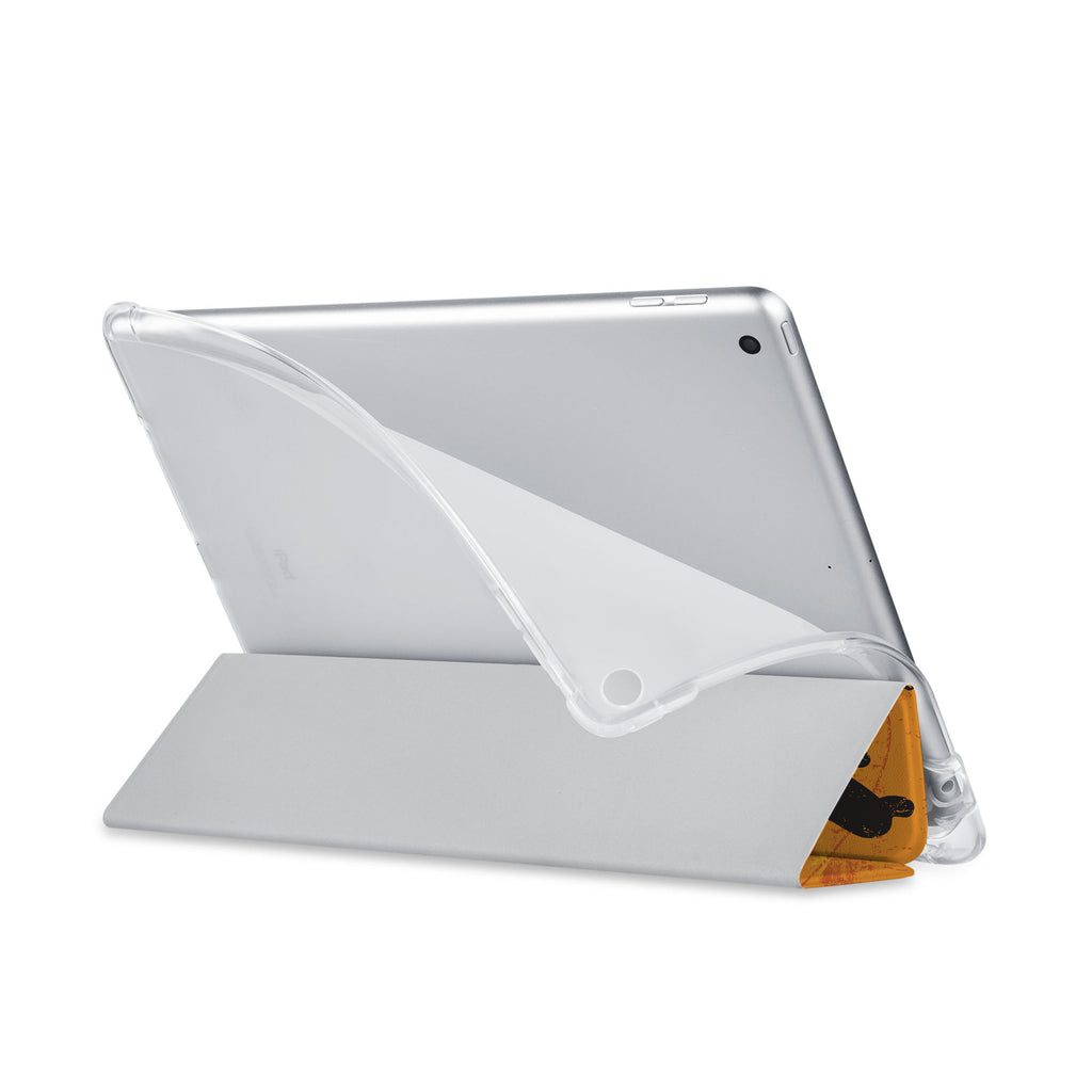 Balance iPad SeeThru Casd with Music Design has a soft edge-to-edge liner that guards your iPad against scratches.