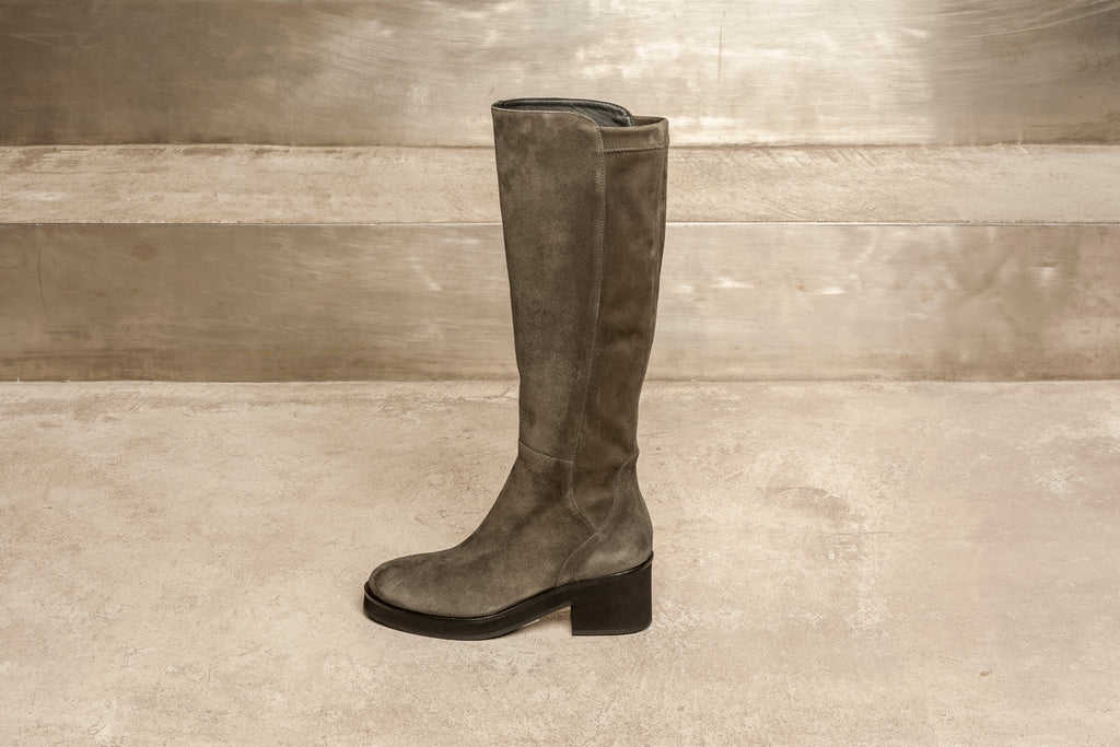 Gorgeous suede boot with very wearable heel.