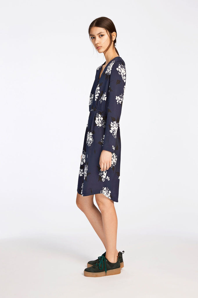 This long sleeve dress has been designed with a cross-over front creating the flattering neckline. An all-over print adds a dynamic pattern to this easy, slip on dress. Center back length is 100cm on size small.
