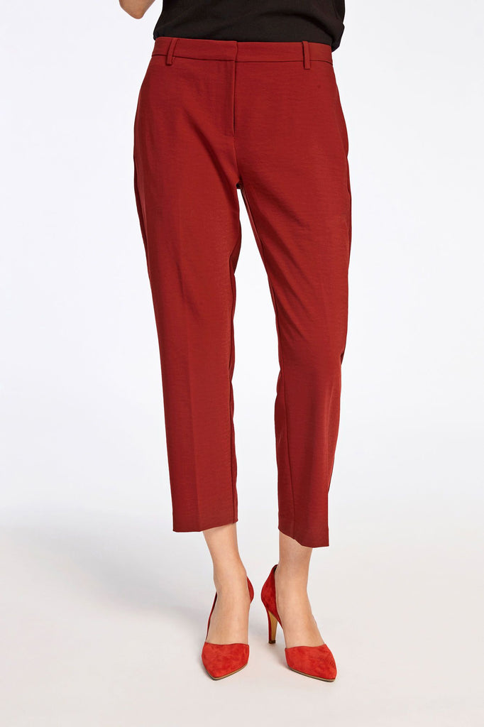 These cropped trousers are created with a textured fabric creating a rippled, watermark like effect. The classic tailoring cut gives a smart and stylish finish to these cropped trousers. Inside leg length is 65cm on size small.