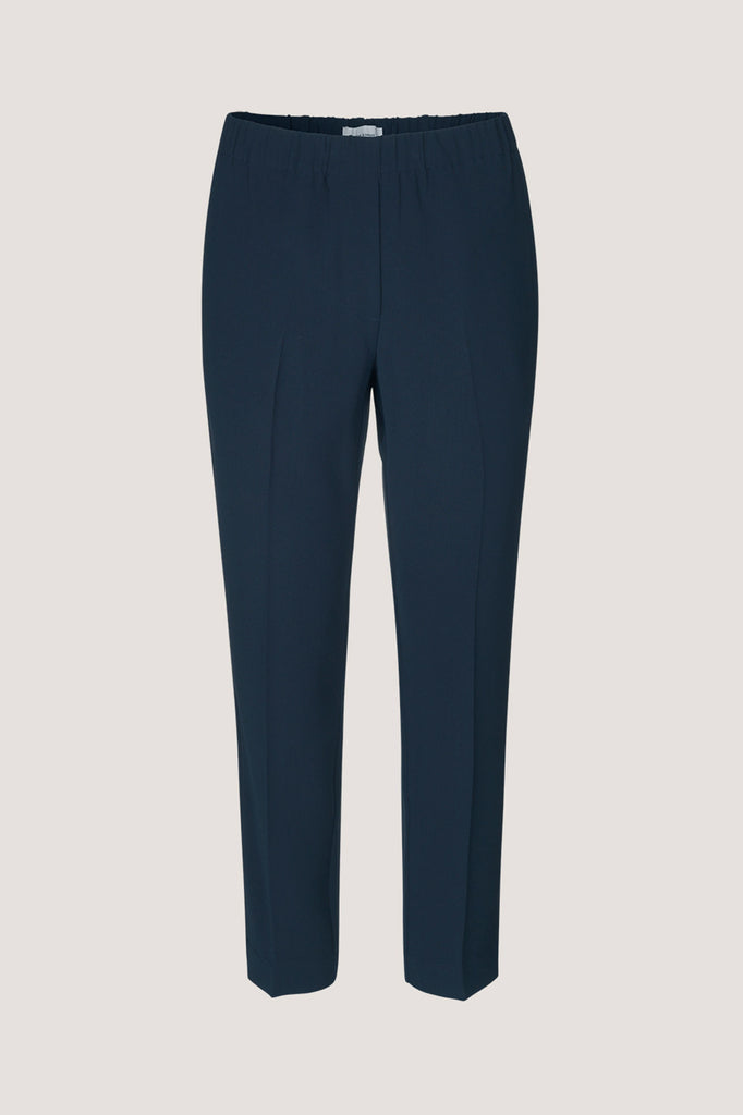 These simple, slip on trousers have an easy elasticated waist and cropped leg length. Pockets hidden in the side seam give a practical and neat finish to these straight leg trousers.  Fabric:  100% Polyester