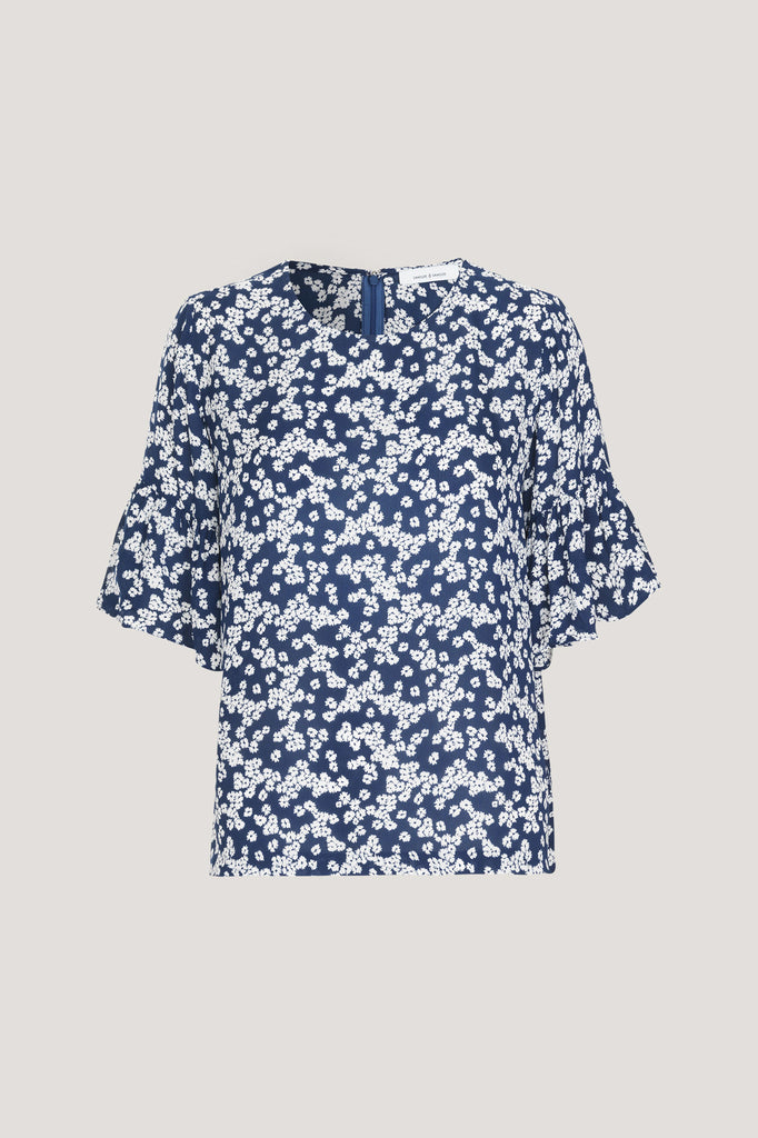 This light weight top is cut from a draping viscose fabric with a delicate printed pattern. The short sleeves feature a peplum frill giving a directional silhouette to this short sleeeve printed top. Center back length on size small is 58cm.