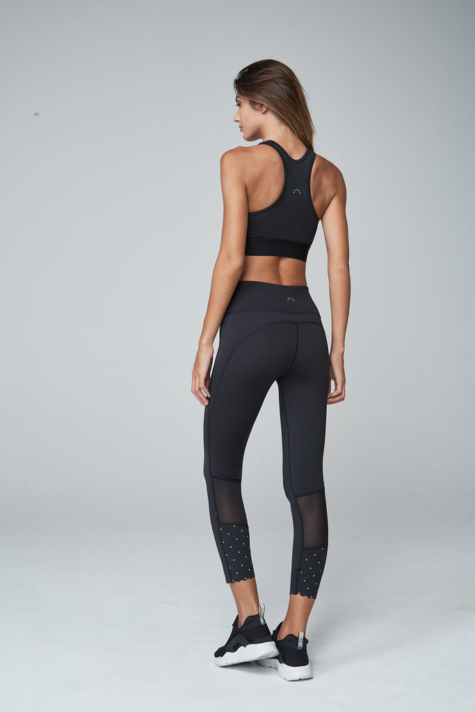 Gorgeous legging from Varley with sheer panel behind the knee and detailing on the calf.