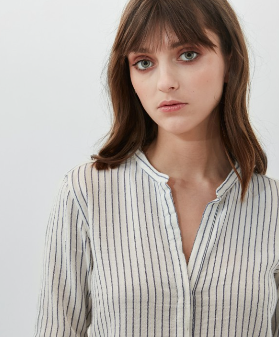 Classic Hartford Carta shirt with blue stripes.  Lovely for a relaxed look with jeans on a Saturday afternoon walk.  100% cotton.