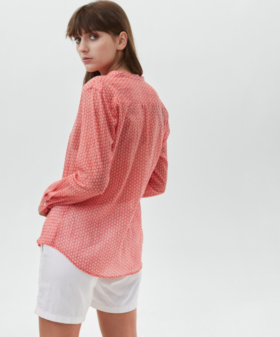 Classic Hartford Carta shirt with round floral print.  Lovely for a relaxed look with white jeans or shorts on a Saturday afternoon walk.  100% cotton.