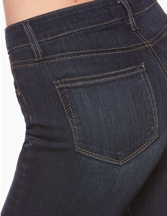 Redefining the standards of luxury, the Hoxton Ankle jean features Paige's innovative, TRANSCEND fiber technology that promises a luxuriously soft feel, comfortable fit and unyielding support. This jean boasts an attractive ankle length with high rise waistline, and a dark, indigo Hartmann wash. Sharp construction and sleek, design additions eliminate stretching and bagging to keep you looking your best.