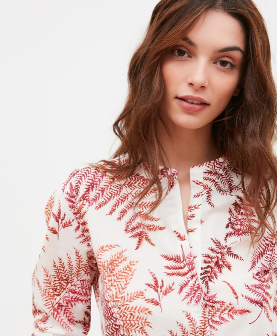 Classic Carta shape from Hartford in a fund leaf print red.  Pair with trousers or jeans for an effortless look.