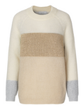 Knit in soft mohair with long sleeves, round neckline and wide contrast color on chest and wrist. A knit that fits into most wardrobes and is easy to use with both pants and skirts.