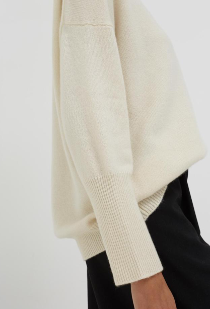 A gorgeous basic from Chinti & Parker.  A classic turtleneck in the softest of cashmeres with a luxurious roll neck and deep rib cuffs that will keep you warm regardless of the weather.   Perfect for snuggling up at home but pretty enough to wear out and about.