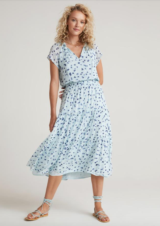This totally effortless but totally gorgeous dress from Bella Dahl is just lovely.  Crafted from Bella Dahl's signature super soft fabric this dress features a flattering v neck, cinched elasticated waist and feminine tiered skirt for an easy breezy look on a warm day.  Pair with pretty sandals or your favourite white trainers and you're ready for anything.