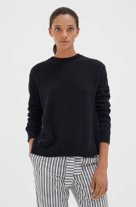 The Leonora sweater is an timeless piece with a contemporary feel. Though it looks understated from the front, the detail of this navy Leonora sweater all in the back, with two overlapping panels creating a flattering split hem. Knitted from lightweight, open-knit cashmere, it will see you through the seasons in style.
