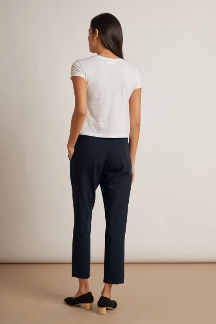 This easy to wear trouser with a hint of stretch will be your new go to navy trouser - featuring a slim fit and a slight crop these will take you anywhere.