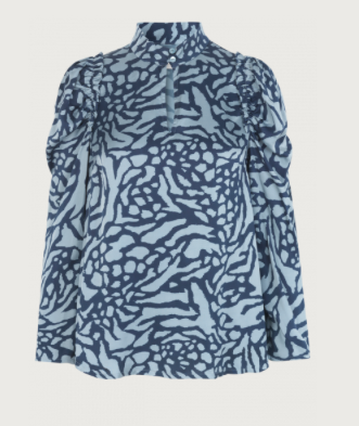 A pretty feminine blouse in soft wearable viscose with a great print.  Can be worn buttoned up for a more ladylike high necked look or undo the button and relax.  With puffy sleeves and frill details the print looks fab with light denim.