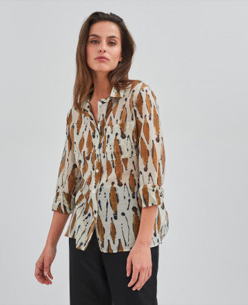 Delicate printed cotton & silk shirt with a chest patch pocket and tie in the back.  Wear with relaxed trousers or skirt for a casual evening out.  72% cotton & 28% silk.