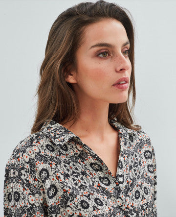 Charming printed shirt - great with cropped jeans!  61% viscose & 40% cupro.