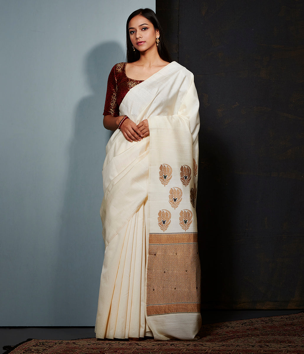 Offwhite munga silk saree with meenakari booti