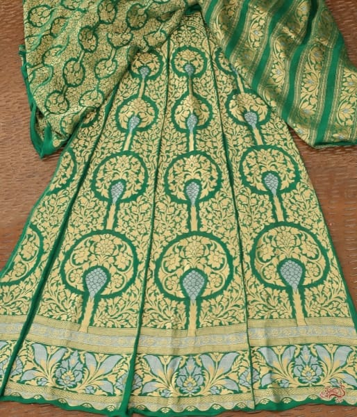 Handwoven Emerald Green Banarasi Lehenga In Pure Georgette