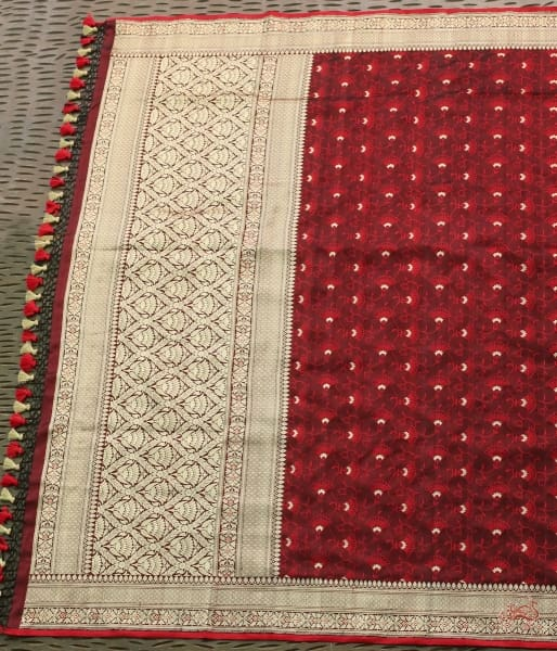 Black And Red Tanchoi Dupatta With Kadhwa Border Pallu Dupatta