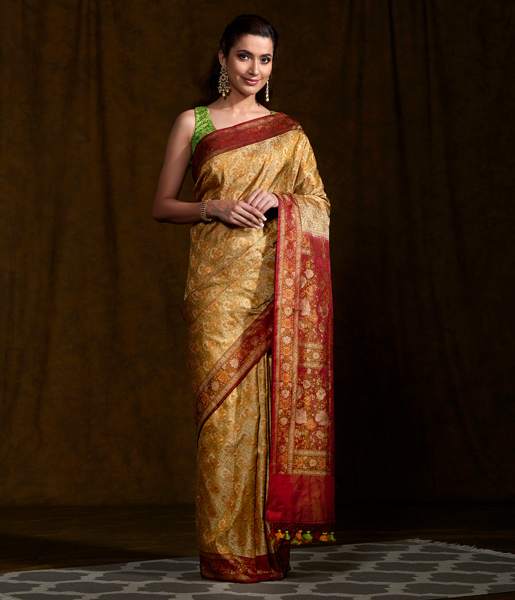 Handwoven Beige Floral Jamawar with Red Pallu