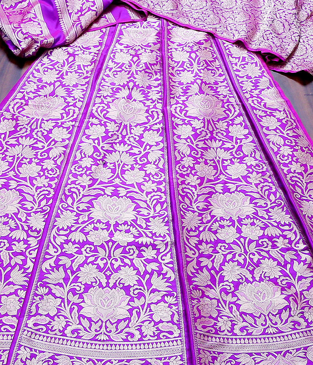Handwoven Banarasi Lehenga in purple and pink dual tone