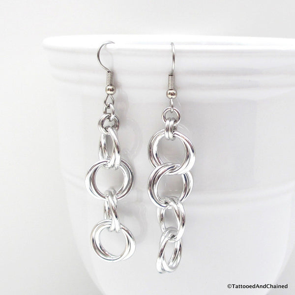 Möbius chain dangle chainmaille earrings - Tattooed and Chained Chainmaille  - 2