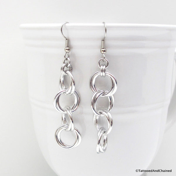 Möbius chain dangle chainmaille earrings - Tattooed and Chained Chainmaille  - 1