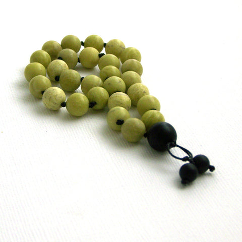 Green Tea Jade and Onyx Hand Knotted Quarter Mala