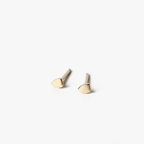 If you're a minimalist and looking to adorn your lobes with spots of 10k solid yellow gold, these tiny kite shields are the answer. Perfect for the ear with multiple piercings.