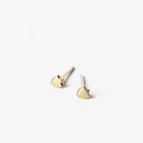The Swiss shield posts are close friends with the Kite shields, and deserve to be close by. Diminutive in size, but precisely rendered in solid 10k yellow gold. Perfect for the ear with multiple piercings.