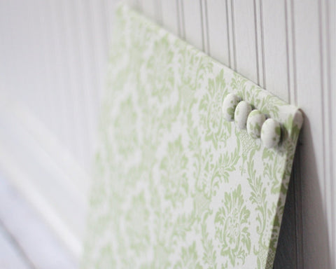 magnet-board-12inx12in-no-frame-green-damask-on-linen-white