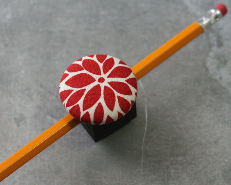 magnetic-pen-pencil-or-chalk-holder-limited-design-red-flower